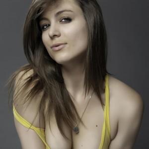 model - Taryn Maria