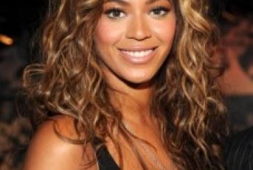 Beyonce Makes Surprise Christmas Walmart Visit